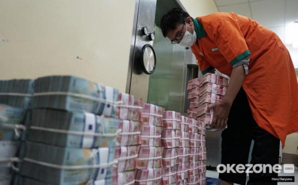 https: img.okezone.com content 2021 02 23 320 2367002 syarat-penerima-blt-subsidi-gaji-rp2-4-juta-tak-semua-pekerja-dapat-4yHgI5VK1B.jpg