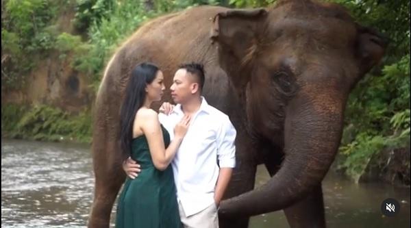 https: img.okezone.com content 2021 02 23 33 2366631 kalina-ocktaranny-umumkan-tanggal-baru-pernikahannya-dengan-vicky-prasetyo-M6GLpXIemX.jpg