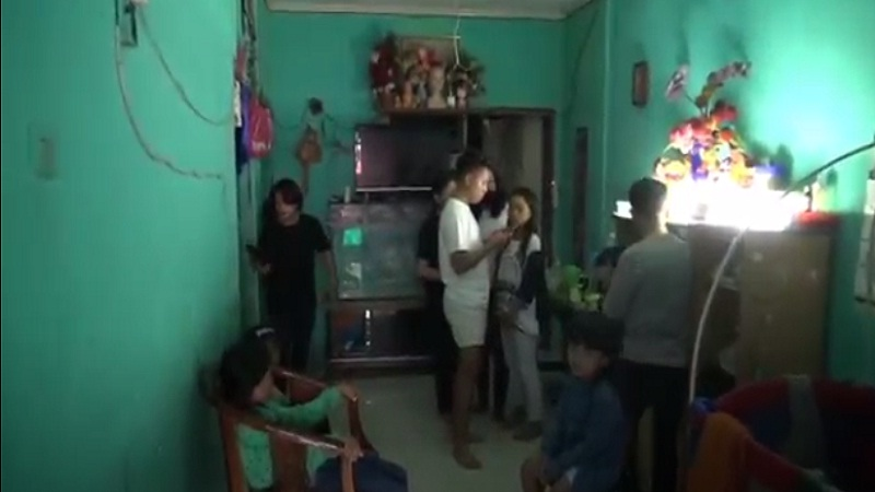 https: img.okezone.com content 2021 02 23 340 2366643 viral-kisah-pasutri-dengan-15-anak-hingga-kartu-keluarga-dua-lembar-1XIlFk0Qls.jpg