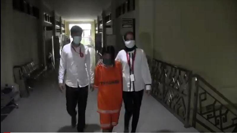 https: img.okezone.com content 2021 02 23 340 2366719 polresta-bandar-lampung-tetapkan-wanita-asal-palembang-tersangka-penculikan-anak-tdmiTu0ckq.jpg