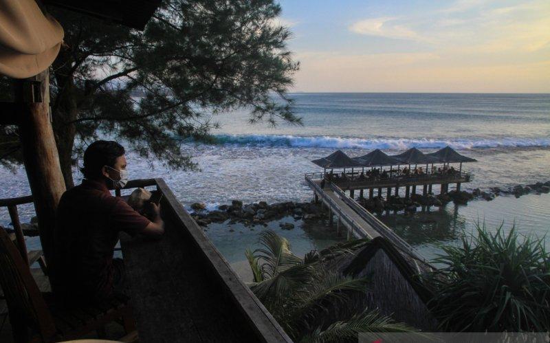 https: img.okezone.com content 2021 02 23 408 2366917 geliat-wisata-pantai-aceh-di-tengah-corona-mG5FYvOvaG.jpeg