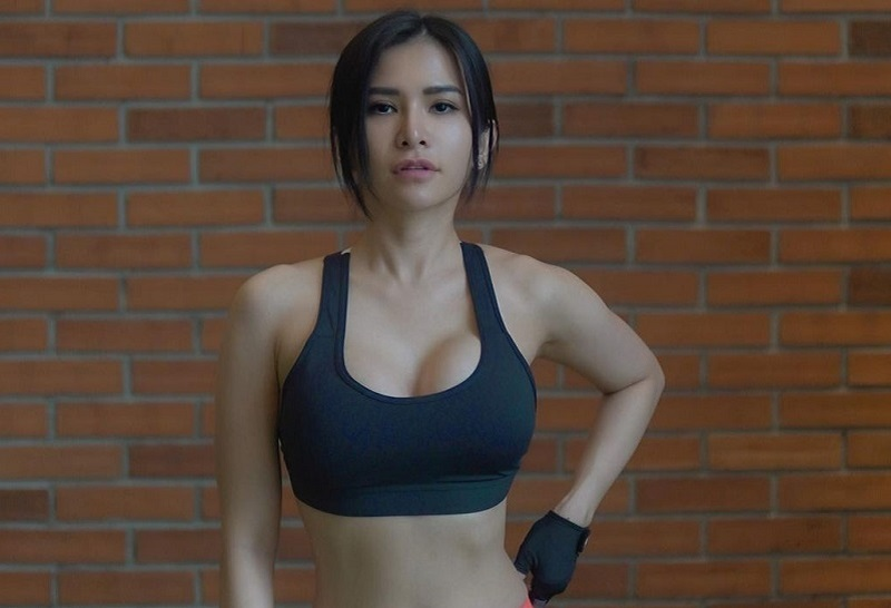 https: img.okezone.com content 2021 02 23 481 2367125 tips-diet-maria-vania-7-tahun-tak-makan-nasi-berat-badan-turun-tanpa-sengsara-X9vEFhebB7.jpg