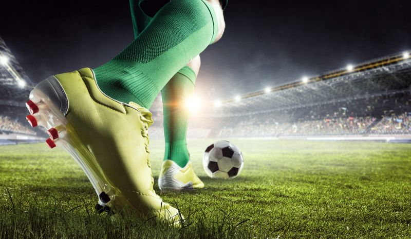 https: img.okezone.com content 2021 02 23 51 2366902 6-perlengkapan-pemain-sepakbola-yang-wajib-dimiliki-IPCRXKzpWY.jpg