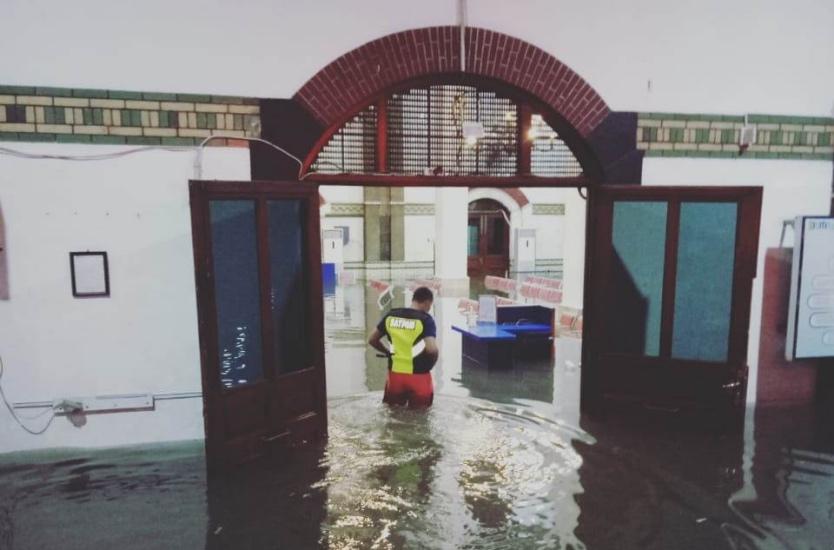 https: img.okezone.com content 2021 02 23 512 2367169 stasiun-semarang-tawang-kebanjiran-75-cm-penumpang-dialihkan-ke-poncol-zQ8o6s8kdM.jpg