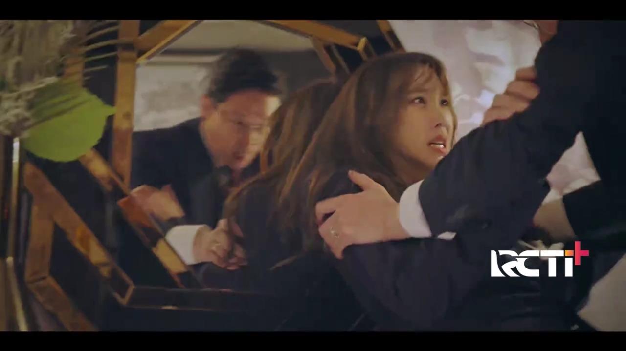 https: img.okezone.com content 2021 02 23 598 2366765 su-ryeon-ingin-dibunuh-oleh-joo-dan-tae-suaminya-sendiri-simak-the-penthouse-g7aVsgJagn.jpg