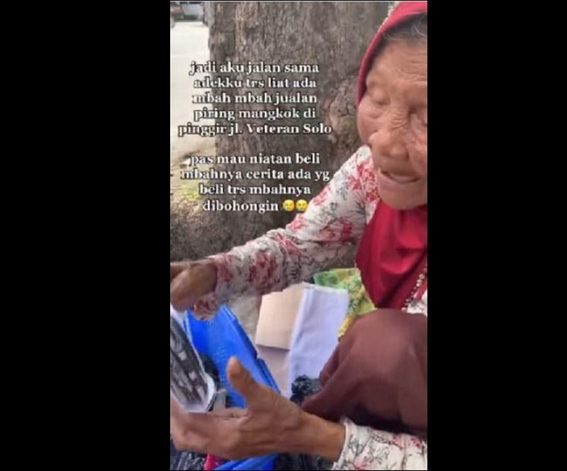 https: img.okezone.com content 2021 02 24 337 2367399 viral-kisah-nenek-sariyo-di-prank-bantuan-berisi-kertas-koran-rzFXN2STZL.jpg