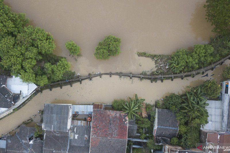 https: img.okezone.com content 2021 02 24 338 2367420 banjir-masih-merendam-10-kecamatan-di-kabupaten-bekasi-hingga-1-meter-vyAGJK4O0l.jpg