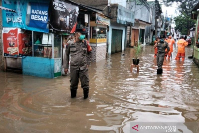 https: img.okezone.com content 2021 02 24 338 2367656 1-555-titik-jalan-rusak-di-jakarta-akibat-banjir-rampung-diperbaiki-GXrgrrHqzV.jpg