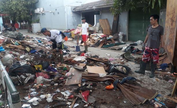 https: img.okezone.com content 2021 02 24 338 2367676 sampah-banjir-di-kota-bekasi-capai-2-000-ton-AZDyTv4Vn2.jpg