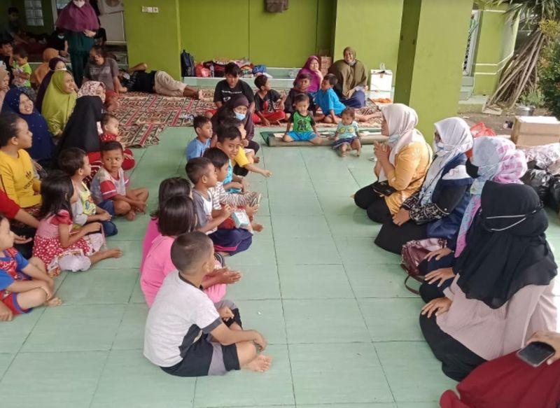 https: img.okezone.com content 2021 02 24 338 2367730 anak-anak-korban-banjir-bekasi-dapat-trauma-healing-p1pgpr1KRF.jpg