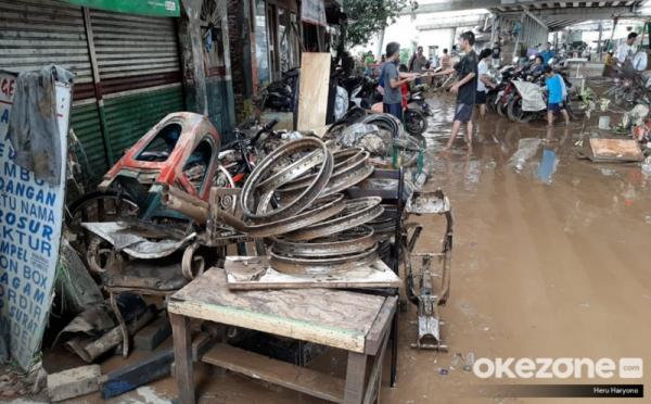https: img.okezone.com content 2021 02 24 470 2367661 jangan-asal-ini-6-cara-jitu-bersihkan-rumah-pasca-banjir-O1vjKcaG1q.jpg