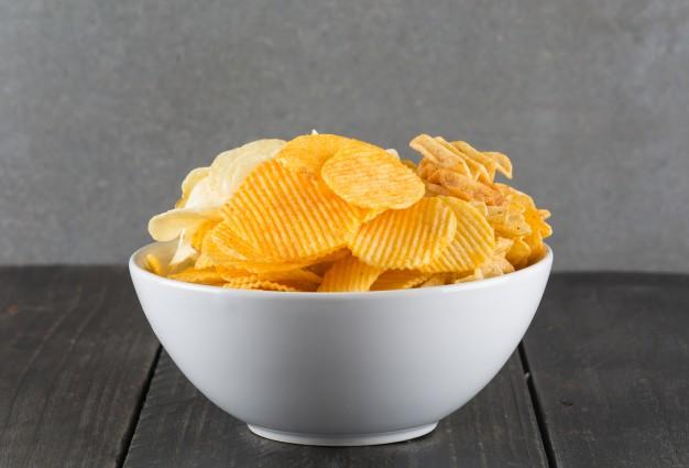 https: img.okezone.com content 2021 02 24 481 2367817 tips-bikin-keripik-kentang-jadi-lebih-sehat-untuk-tubuh-h2W3MKw8Kc.jpg