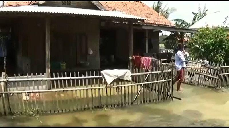 https: img.okezone.com content 2021 02 25 338 2368307 hampir-sebulan-pantai-harapan-jaya-muaragembong-terendam-banjir-xIaYwcNStg.jpg
