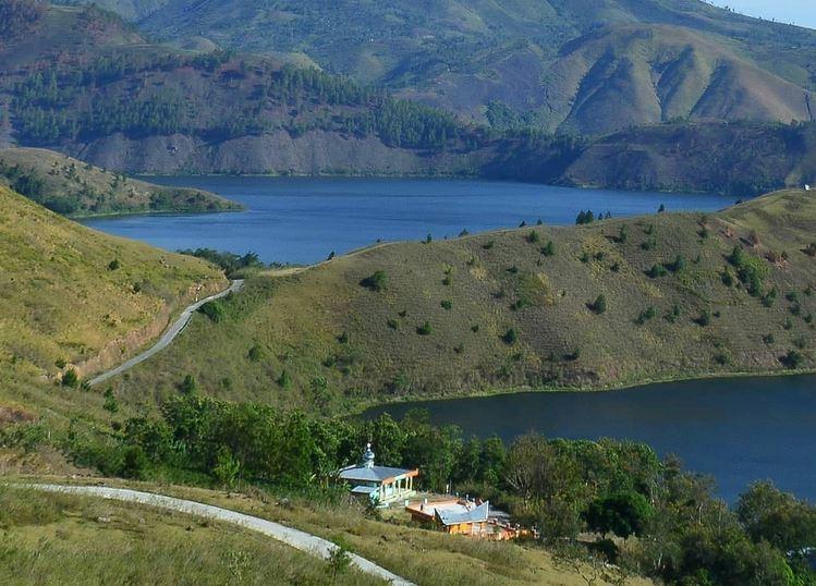 https: img.okezone.com content 2021 02 25 406 2367992 tao-silalahi-wisata-andalan-dairi-view-danau-toba-yang-mengagumkan-9UiURnvL6C.JPG