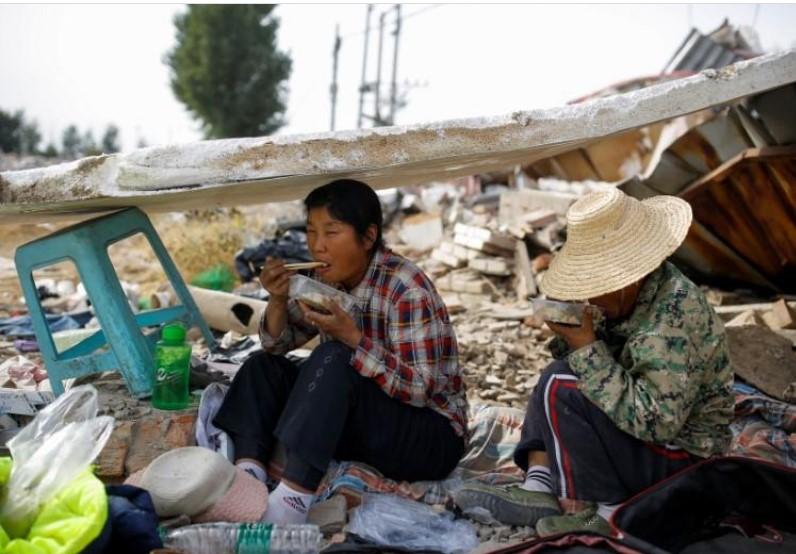 https: img.okezone.com content 2021 02 26 18 2368554 china-klaim-berhasil-entaskan-kemiskinan-wujudkan-mukjizat-manusia-FhuIRdDdSS.jpg