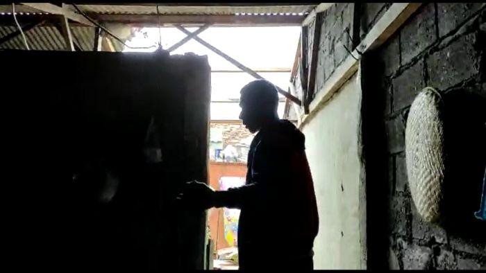 https: img.okezone.com content 2021 02 26 338 2368853 puluhan-atap-rumah-warga-jakarta-utara-hancur-diterjang-badai-RuI8DTk4GG.jpg