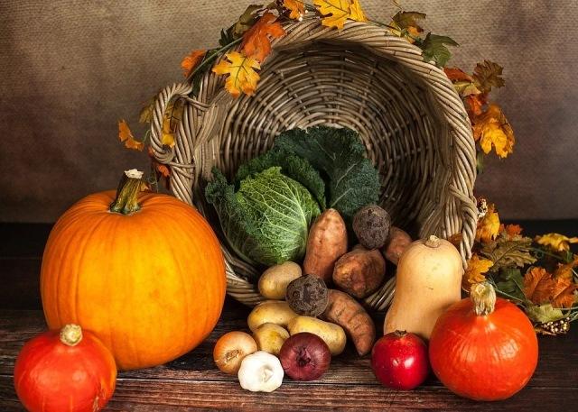 https: img.okezone.com content 2021 02 26 481 2368847 5-makanan-penghangat-tubuh-saat-cuaca-dingin-sehat-dan-alami-OC1nFeT5h6.jpg