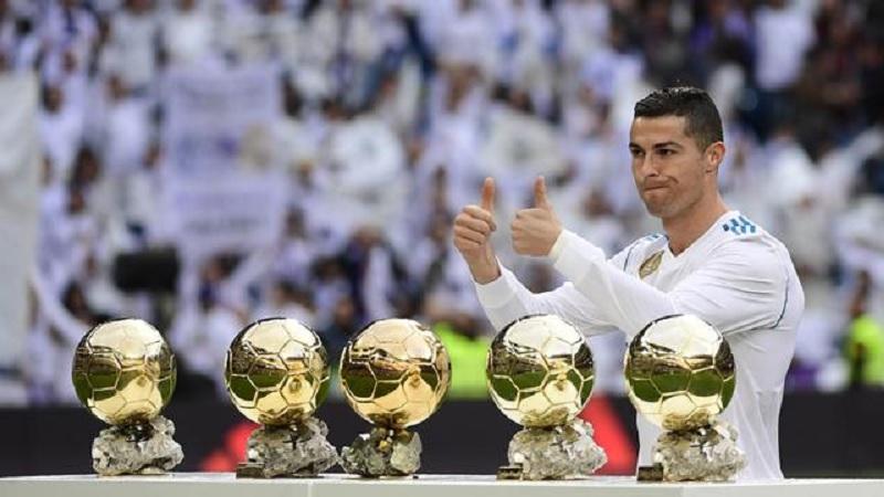 https: img.okezone.com content 2021 02 26 51 2369023 5-trofi-ballon-dor-dimenangkan-cristiano-ronaldo-mana-yang-paling-sensasional-NfVCMqX7Xu.jpg