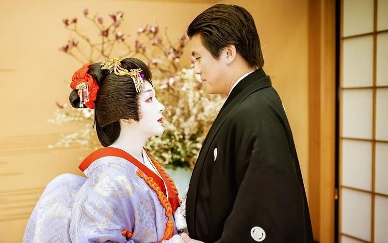 https: img.okezone.com content 2021 02 27 194 2369503 6-potret-syahrini-berdandan-ala-geisha-di-anniversary-pernikahan-ke-2-pangling-8QPGZW4xLA.jpg