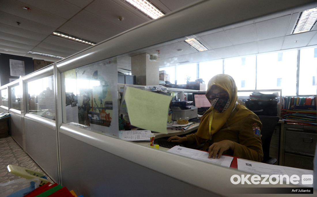 https: img.okezone.com content 2021 02 27 320 2369339 pns-wajib-bikin-sasaran-kinerja-tahun-ini-yieBBFCqdY.jpg