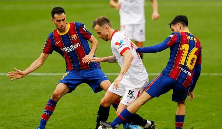 https: img.okezone.com content 2021 02 27 46 2369529 gol-dembele-bawa-barcelona-unggul-atas-sevilla-di-babak-pertama-nzzkbogpl2.jpg