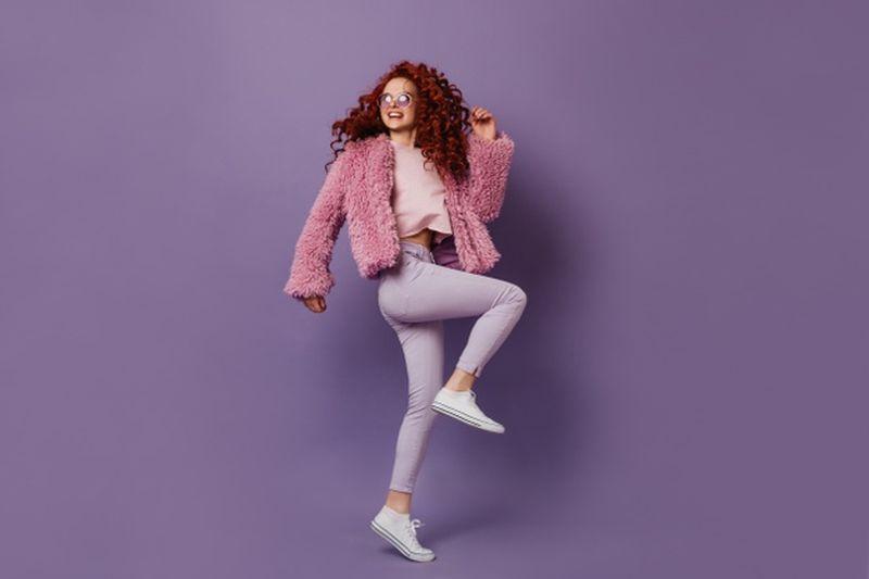 https: img.okezone.com content 2021 02 28 194 2369711 sneakers-slip-on-praktis-buat-hangout-hingga-ke-acara-formal-iUtTXp0cV6.jpg