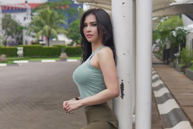 https: img.okezone.com content 2021 02 28 43 2369798 foto-foto-maria-vania-main-sepeda-mana-favorit-kamu-Be3GM4Rtas.jpg