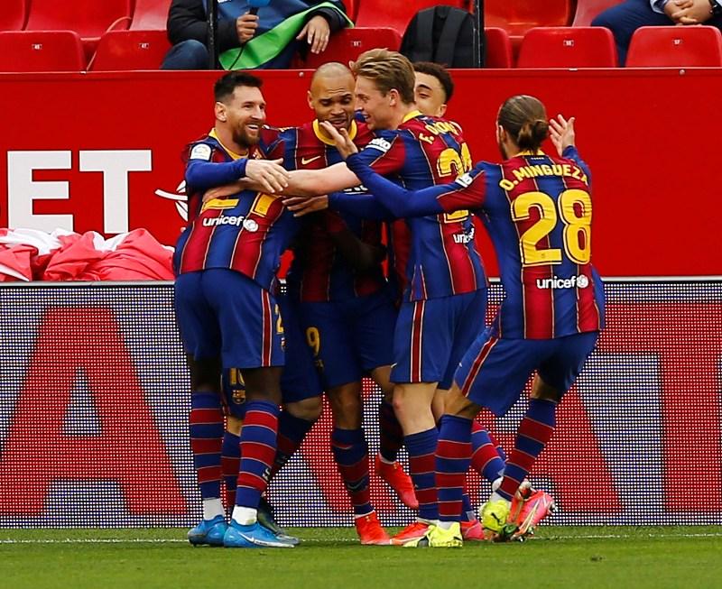 https: img.okezone.com content 2021 02 28 46 2369573 hasil-liga-spanyol-barcelona-gilas-sevilla-valencia-babak-belur-CtxFfXfw53.JPG
