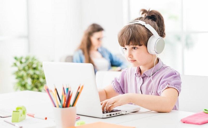 https: img.okezone.com content 2021 02 28 620 2369787 sekolah-daring-buat-kreativitas-anak-tak-pernah-berhenti-P6cKBfVz3Y.jpg