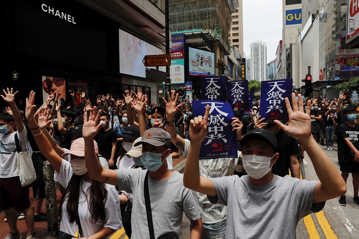 https: img.okezone.com content 2021 03 01 18 2370023 hong-kong-tuntut-47-aktivis-aksi-demo-uu-keamanan-baru-jdUBo1jNdQ.jpg
