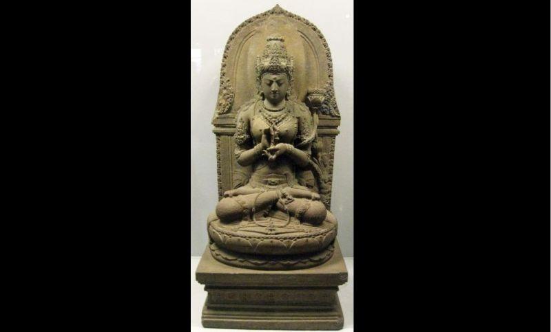 https: img.okezone.com content 2021 03 01 337 2369942 arca-prajnaparamita-wujud-kecantikan-perempuan-jawa-kuno-pIPLlTpOJw.jpg