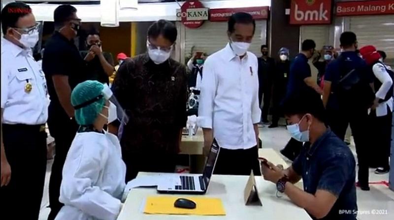 https: img.okezone.com content 2021 03 01 337 2369949 hari-ini-presiden-jokowi-tinjau-vaksinasi-massal-di-yogyakarta-yCahnxL5jk.jpg