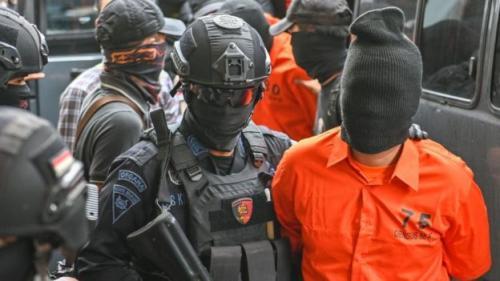 https: img.okezone.com content 2021 03 01 337 2370180 12-terduga-teroris-di-jatim-rancang-bunker-untuk-rakit-bom-TNxhV1hL5R.jpg