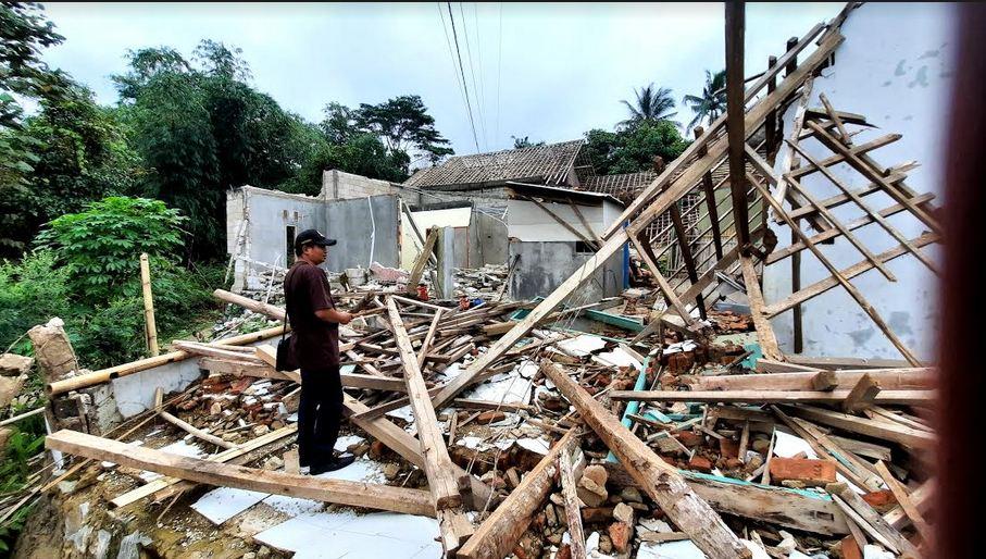 https: img.okezone.com content 2021 03 01 525 2370008 banyak-korban-bencana-pergerakan-tanah-di-purwakarta-alami-depresi-LKVPvbWBeP.JPG