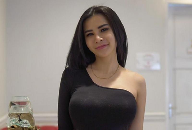 https: img.okezone.com content 2021 03 02 43 2371067 intip-tampilan-cantik-nan-seksi-maria-vania-dan-vicky-piria-saat-main-sepeda-gr16nvrGj3.jpg