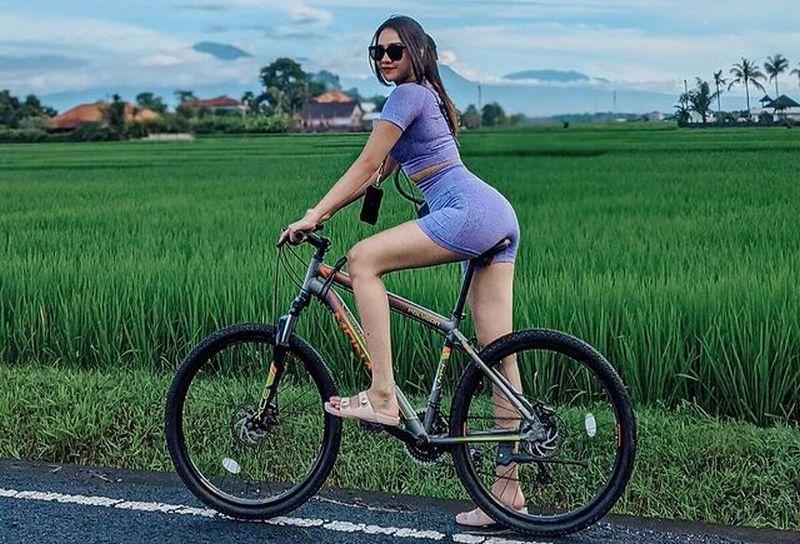 https: img.okezone.com content 2021 03 02 612 2371094 duo-imut-maria-vania-dan-anya-geraldine-berolahraga-bikin-gerah-buNbAyf0Tv.jpg