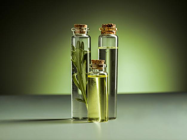 https: img.okezone.com content 2021 03 02 620 2370632 5-jenis-minyak-esensial-yang-bagus-untuk-perawatan-rambut-YLOrmyXmDM.jpg