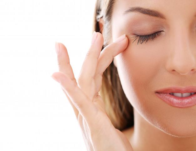 https: img.okezone.com content 2021 03 02 620 2370660 tips-perawatan-alami-untuk-wanita-hilangkan-mata-bengkak-hingga-cerahkan-bibir-6hnjlTJIAU.jpg
