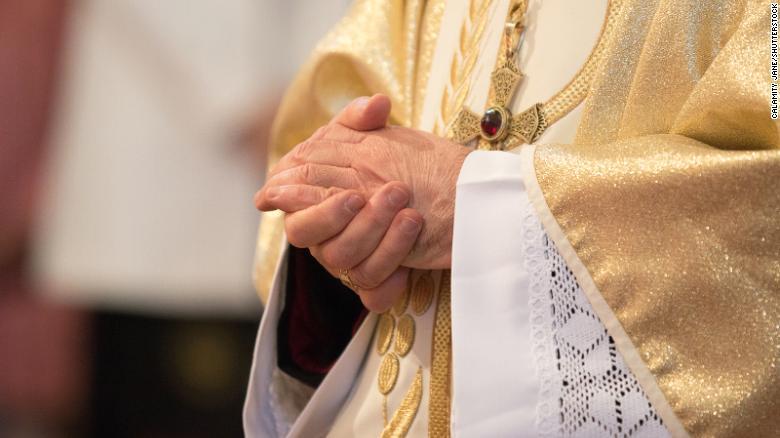 https: img.okezone.com content 2021 03 03 18 2371292 pendeta-dilaporkan-lakukan-pelecehan-seksual-terhadap-10-000-anak-di-bawah-umur-dan-orang-rentan-sejak-1950-EobGvvfhF9.jpg