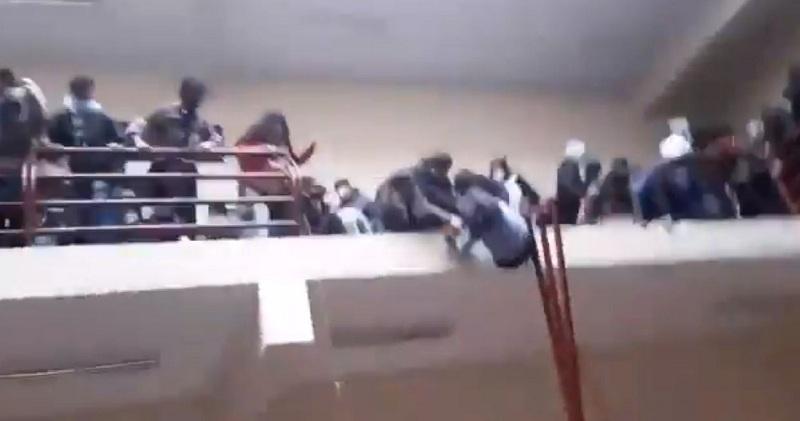 https: img.okezone.com content 2021 03 03 18 2371716 7-mahasiswa-tewas-terjatuh-setelah-pagar-balkon-universitas-patah-1Xwn4gy5T3.jpg