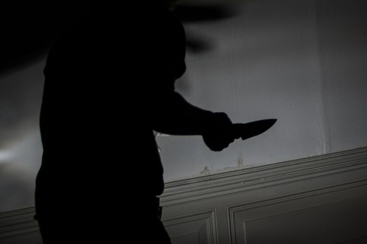https: img.okezone.com content 2021 03 03 338 2371289 bubarkan-kerumunan-anggota-polisi-dibacok-geng-motor-TgjpLsWmBR.jpg