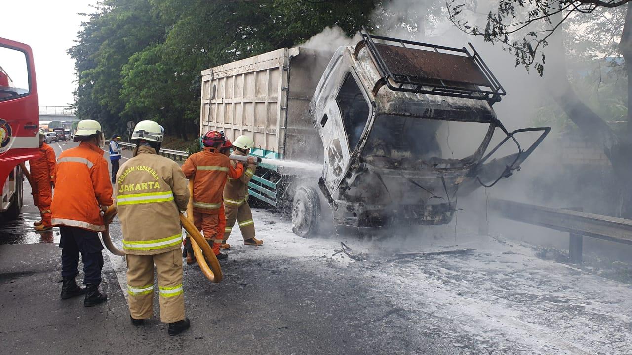 https: img.okezone.com content 2021 03 03 338 2371679 truk-pengangkut-batu-bara-hangus-terbakar-di-tol-jorr-ini-penyebabnya-fumxnccCvD.jpg