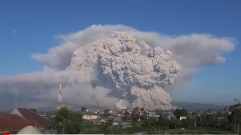 https: img.okezone.com content 2021 03 03 340 2371318 pagi-ini-gunung-sinabung-70-kali-guguran-dan-2-kali-gempa-hybrid-ZlMOOdzXEH.jpg