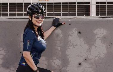 https: img.okezone.com content 2021 03 03 51 2371570 wulan-guritno-tante-ernie-dan-georgina-rodriguez-naik-sepeda-siapa-paling-seksi-rR76M0IO36.jpg