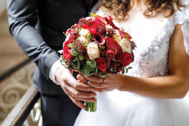 https: img.okezone.com content 2021 03 04 320 2372508 kabar-gembira-bakal-ada-kartu-prakerja-untuk-calon-pengantin-RLIX7E9LGy.jpg