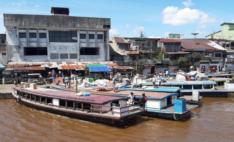 https: img.okezone.com content 2021 03 04 406 2372115 pasar-di-tepian-sungai-kapuas-pontianak-ditata-untuk-destinasi-wisata-AmrvgnfdIJ.jpg