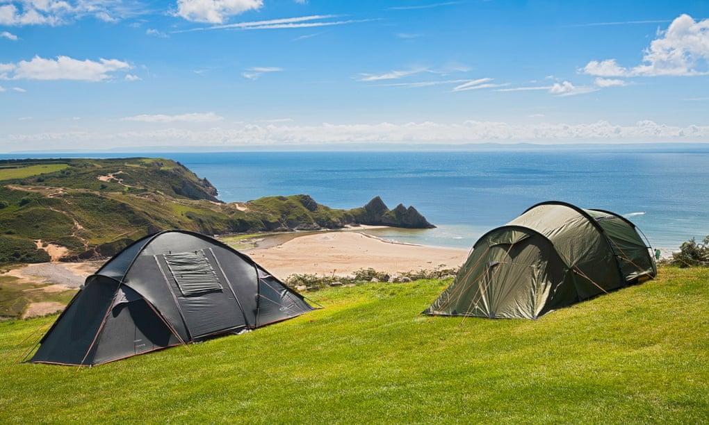 https: img.okezone.com content 2021 03 04 408 2372377 5-tempat-wisata-camping-di-inggris-untuk-liburan-musim-panas-OsR8LeYQRQ.jpg