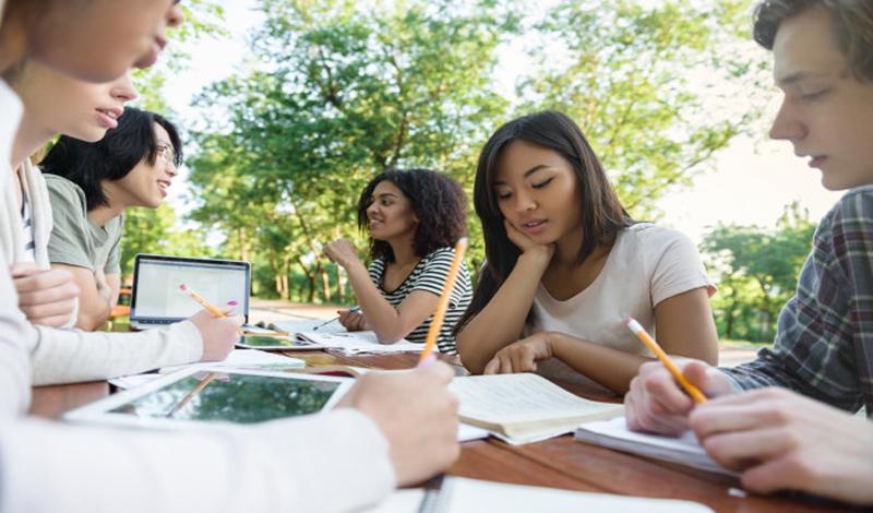 https: img.okezone.com content 2021 03 04 65 2372267 kuliah-semester-genap-segera-dimulai-begini-aturan-dari-kemendikbud-FSlENFlYvP.jpg