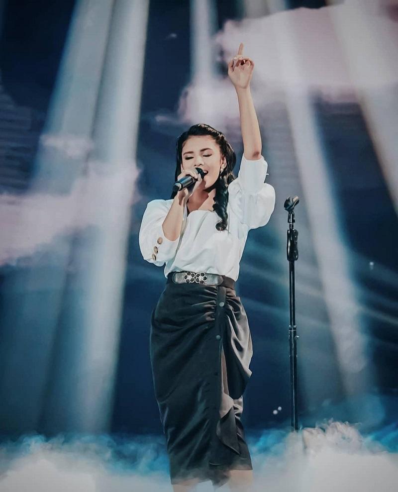 https: img.okezone.com content 2021 03 05 12 2373168 tampil-layaknya-penyanyi-internasional-rimar-callista-banjir-pujian-6Cg61uPk4d.jpg