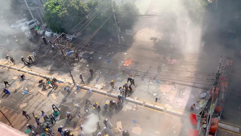 https: img.okezone.com content 2021 03 05 18 2373003 demonstrasi-antikudeta-myanmar-berlanjut-1-orang-tewas-ditembak-orSC4Qbwrh.jpg